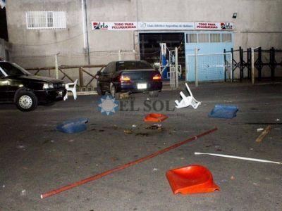 Barras del Mate golpearon a los jugadores y empleados del club