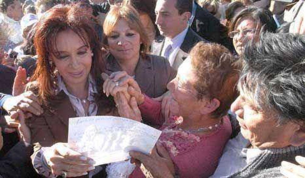 CFK criticó a quienes hacen política con minúsculas para quitarle poder
