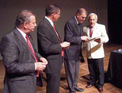 El Instituto Nacional Belgraniano entreg� medallas del Bicentenario