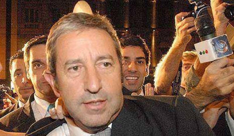 Cobos se metió de lleno en la campaña electoral