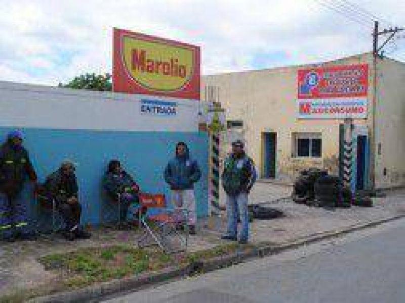 Moyano y Camioneros bloquean todos los locales de Maxiconsumo en el pa�s