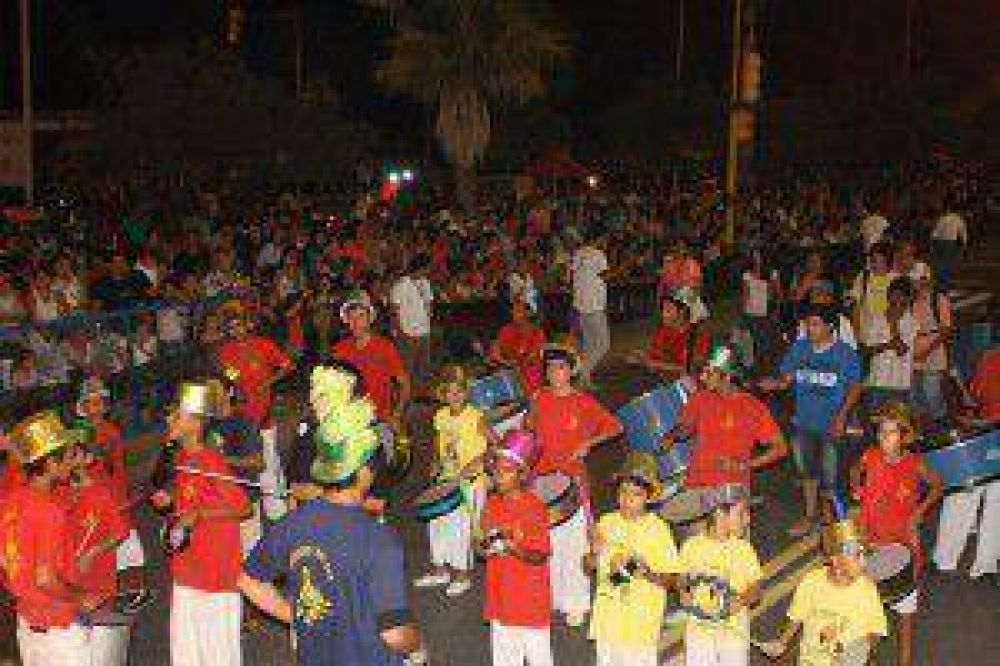 Cierre festivo de los corsos barriales y populares