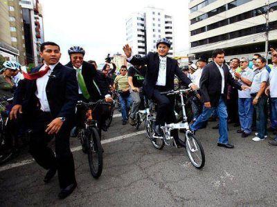 Rafael Correa fue reelecto presidente de Ecuador