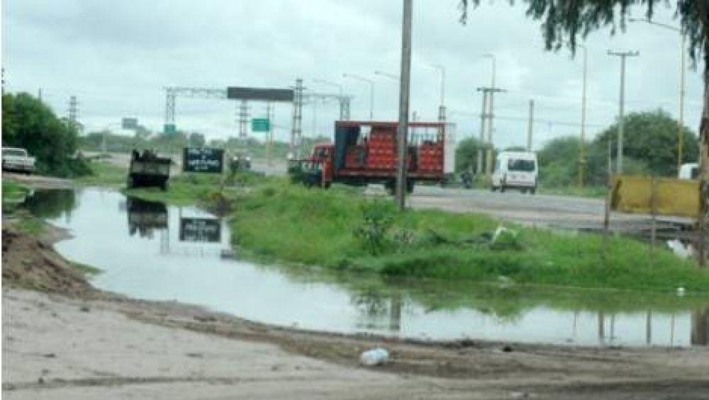 La lluvia trajo alivio en el Valle Central y problemas en el interior