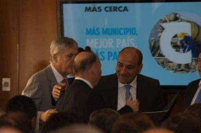 EL INTENDENTE INZA FIRMÓ UN CONVENIO PARA LA CONCRECIÓN DE OBRAS DE INFRAESTRUCTURA BÁSICA EN EL PARTIDO DE AZUL