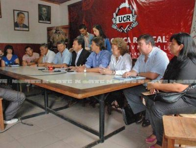 Radicales van a la Justicia por el escándalo del documento sobre la gestión de Capitanich
