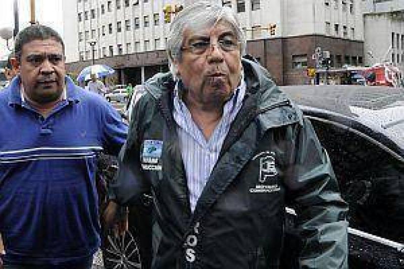 """""""Hay una puja para ver quien es m�s chupa medias de la Presidenta"""""""