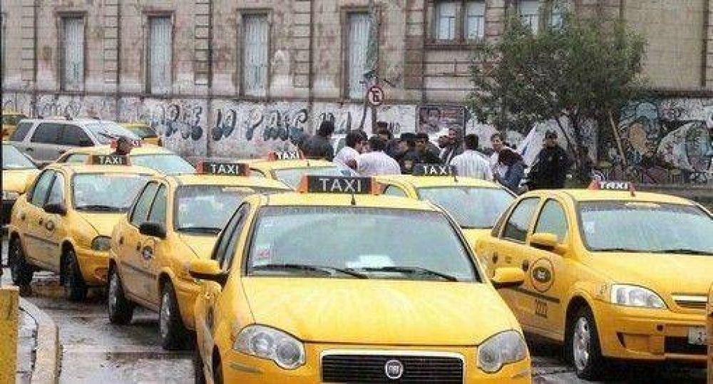 Taxistas piden aumento y lanzaron paro general para el miércoles 27