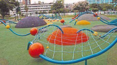 Parque Centenario: reabre hoy renovado y con rejas
