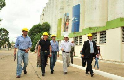 Enviados del Banco de Desarrollo eval�an el potencial del complejo portuario
