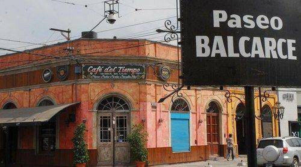 Prohibirán la instalación de nuevos locales en el corredor de la Balcarce