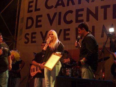 Fiesta de carnaval en Munro con murgas y la actuación de Karina