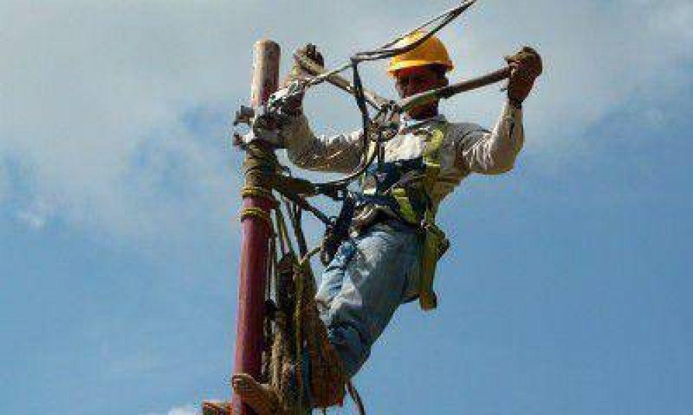 Trabajadores de Luz y Fuerza también elevan sus reclamos salariales