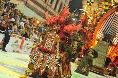 El Carnaval del País cerró febrero con una noche a todo baile y alegría