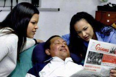 Maduro dijo que Chávez da órdenes de gobierno por escrito