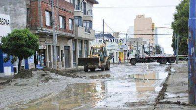El temporal anegó casas de la ladera del Chenque y evacuaron a 20 familias