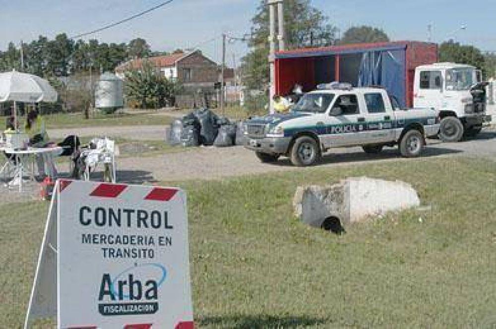 Arba trajo 250 sabuesos y decomisó dos camiones completos de ropa