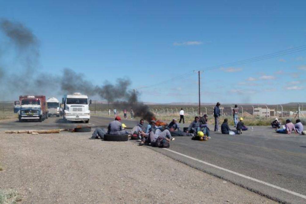 Obreros de la Uocra protestaron sobre la ruta 22