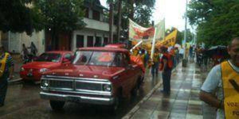 Gremios marcharon por reclamos salariales