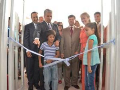 """Poggi presidió el inicio del ciclo lectivo en la escuela """"Nelson Mandela"""" de La Punta"""