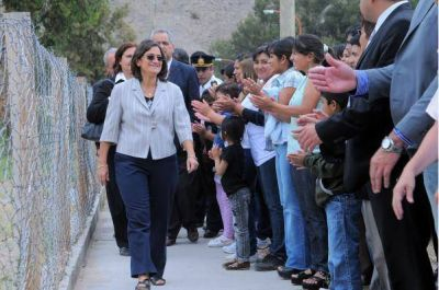 La gobernadora inauguró dos escuelas en el inicio del ciclo lectivo