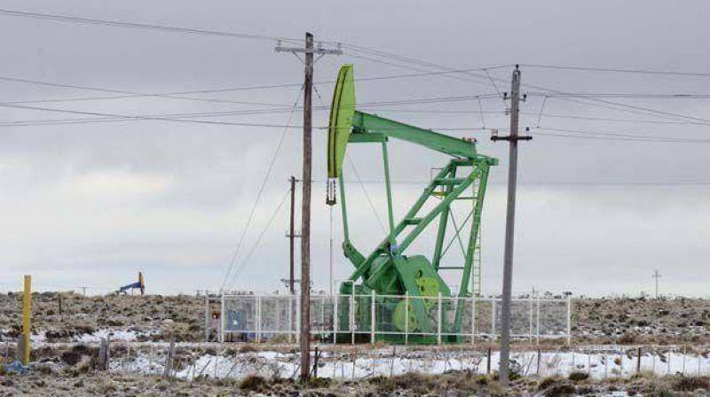 Petroleros pasan a cuarto intermedio y UOCRA evalúa medidas de fuerza