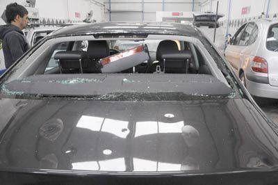 Los talleres no dan abasto para reparar los automóviles dañados