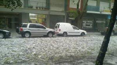 Recomiendan no llevar los coches averiados por la tormenta de granizo del pasado domingo a talleres clandestinos