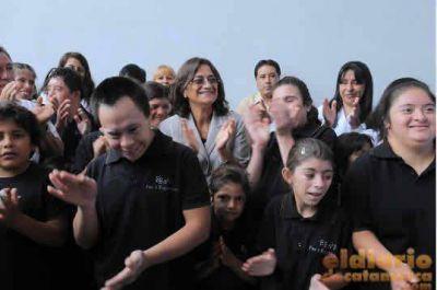 Corpacci inauguró dos escuelas en Tinogasta