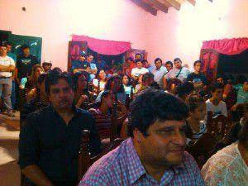 """El SITRAMF concretó charlas sobre """"el voto joven"""" y """"la ley de medios"""" en el barrio Obrero"""