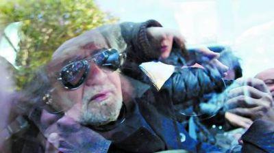 Italia: Grillo no ayuda a formar gobierno y crece la confusión