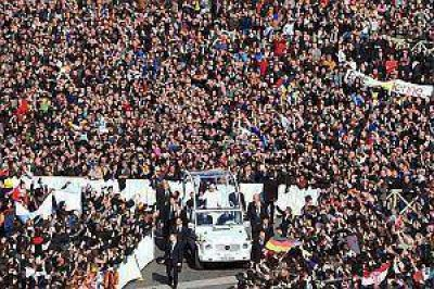 Una multitud despidió al Papa