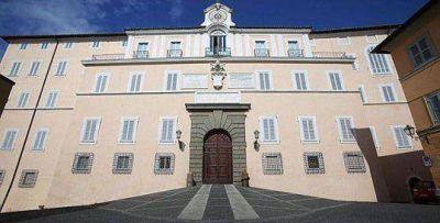 Ratzinger arribó a Castel Gandolfo, el monasterio donde se recluirá