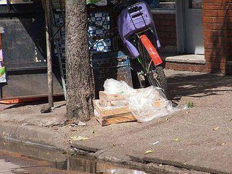 Basura y desperdicios en las esquinas de Claypole