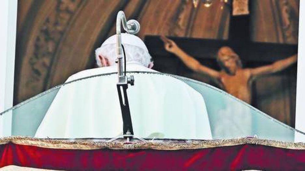 """Entregó su anillo y dejó de ser Papa: """"Ahora soy peregrino"""""""