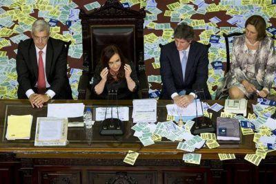 """Cristina: """"No se va a reformar ninguna Constituci�n, qu�dense tranquilos"""""""