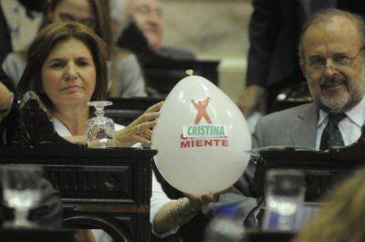 Cotill�n anti Clar�n y volantes Scioli Presidente en la asamblea