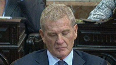 De Narváez se durmió en plena ceremonia en el Congreso