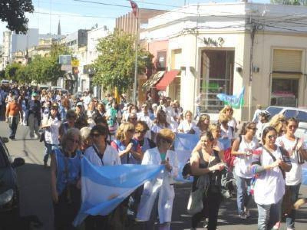 Docentes y estatales recorrieron las calles