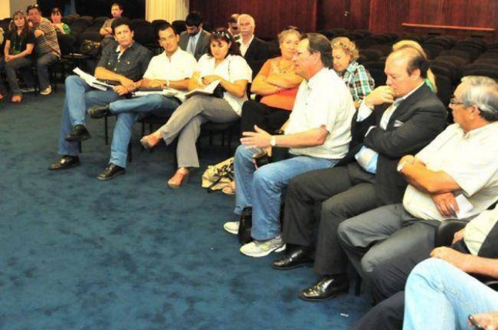 Continúa el diálogo del gobierno con gremios docentes