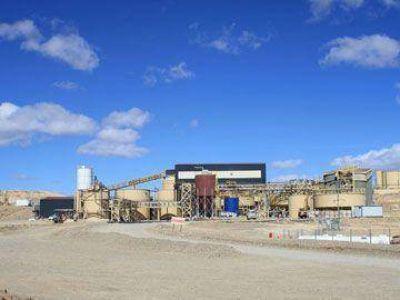 Desocupados volvieron a bloquear el acceso al yacimiento minero