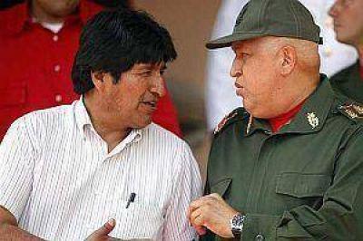 """Evo Morales: """"Chávez está bien pero tiene recaídas"""""""