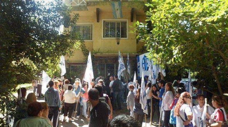 Trabajadores de ATE marcharon hacia el Consejo Escolar de Tigre
