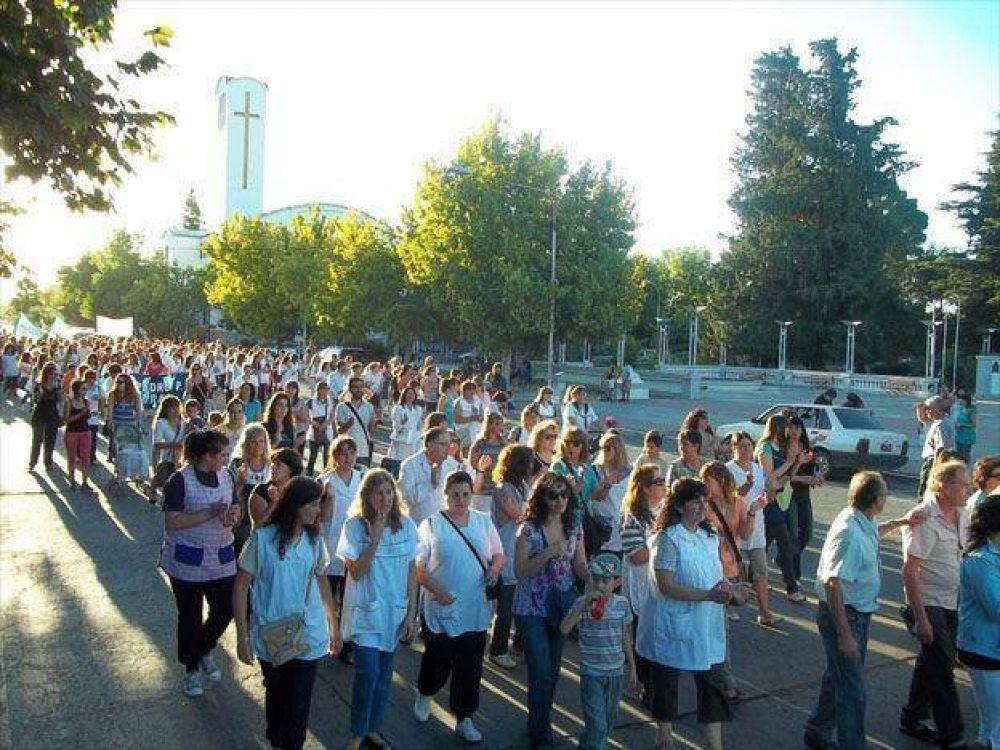 Docentes de Alvear marcharon en reclamo del 30 por ciento de aumento y contra la conducción del SUTE