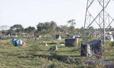 Okupas: en los terrenos del Pirayuí sólo queda un puñado de carpas y malezas
