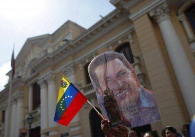 """Maduro denunció una conspiración para """"inocular"""" el cáncer en Hugo Chávez"""