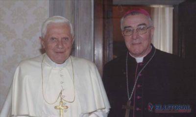 El obispo Faifer pidió rezar por el cónclave y por Benedicto XVI