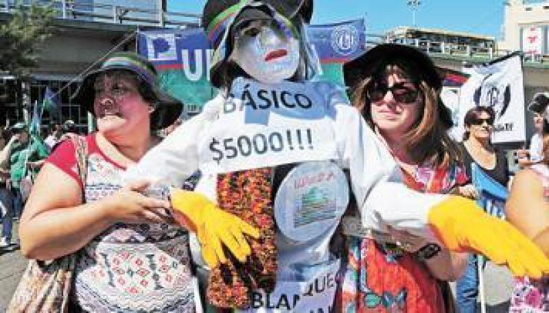 Más tensión en Buenos Aires: Scioli postergó al lunes la paritaria docente