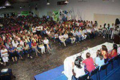 Fuerte reafirmaci�n de apoyo incondicional de las mujeres hacia el gobernador Insfr�n