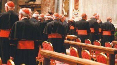 """""""La Iglesia no se puede permitir un Papa rozado por los escándalos"""""""